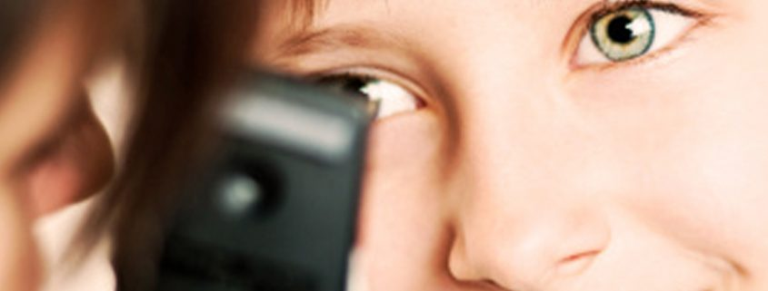 how to put contact lenses in your eyes first time