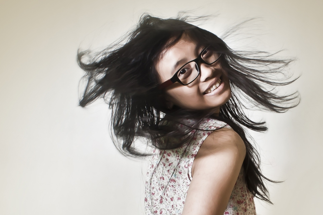 women-eyeglasses-in-motion